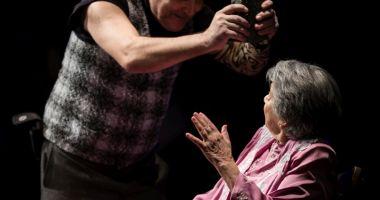 """""""Bătrâna şi hoţul"""" urcă, din nou, pe scenă"""