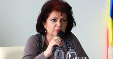 Consiliul Judeţean nu o suspendă pe Mariana Belu, secretarul judeţului, suspectă într-un dosar cu Nicuşor Constantinescu
