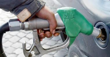Preţul benzinei  a trecut de 2 euro,  în Italia