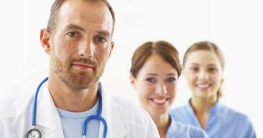 Medicii pleacă din ţară pentru că nu mai cred în sistem
