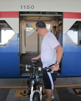 Cu bicicleta în tren, spre mare sau munte