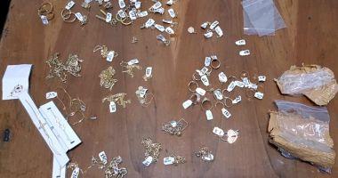 Peste 200 grame bijuterii din aur, confiscate de poliţiştii de frontieră, la Vama Veche