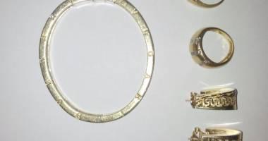 Ce a păţit un bărbat care a furat bijuterii de peste 7.000 de lei