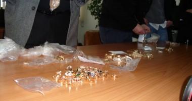 Bijuteriile, luate la puricat de poliţişti