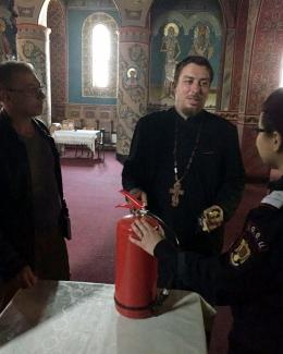 Biserici amendate  �i preo�i instrui�i  de pompieri,  la Constan�a