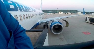 Aproape 200 de români, blocați pe aeroport în Egipt