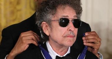 Bob Dylan nu vorbeşte cu cei care i-au acordat Premiul Nobel