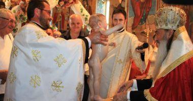 Patru copii aflaţi în asistenţă maternală, botezaţi la Cumpăna