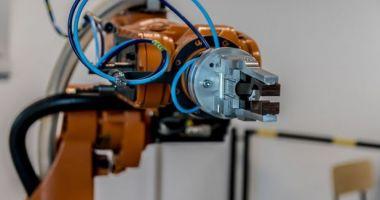 A fost creat primul braţ robotic care poate fi controlat fără ajutorul unui implant cerebral