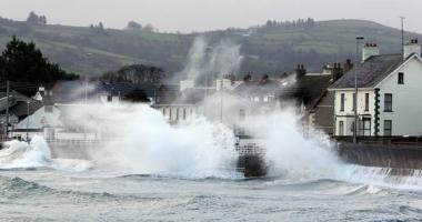Autorităţile din Marea Britanie, în alertă, înaintea furtunii Brian