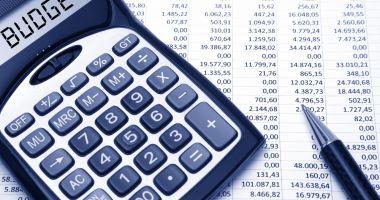 Bugetele statului cheltuiesc mai mult decât încasează