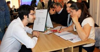 Zeci de mii de jocuri oferite la Bursa locurilor de muncă pentru absolvenți