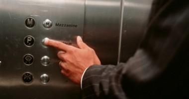 Nu urcaţi în lift cu necunoscuţi!