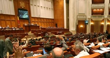 Deputaţii dezbat, astăzi, moţiunea privind transporturile