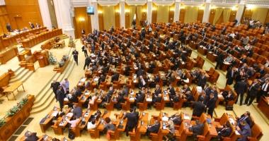 Deputaţii Opoziţiei au încercat să blocheze dezbaterea în plenul Camerei Deputaţilor