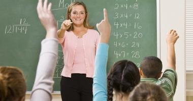 Deputaţii nu vor să mai oblige învăţătorii să absolve studii universitare
