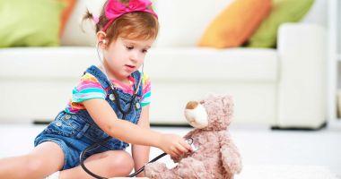 Cancerul le-a distrus copilăria. 400 de micuți sunt diagnosticaţi, anual, cu boala nemiloasă