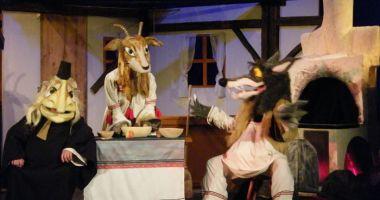 """""""Capra cu trei iezi"""" îl înfruntă, din nou, pe lupul cel lacom"""
