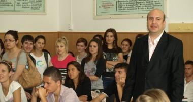 """Universitatea """"Ovidius""""/ Caravana Admiterii a ajuns la Călăraşi"""