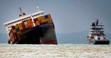 Câte containere încărcate cu mărfuri ajung pe fundul mărilor și oceanelor?