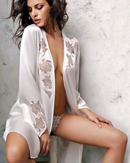 Catrinel Menghia, topless  într-un nou pictorial românesc