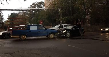 FOTO / Accident rutier pe strada Ștefăniță Vodă. Două autoturisme au fost avariate