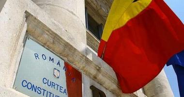 CCR: Interdicția ca persoanele condamnate să facă parte din Guvern încetează în caz de reabilitare, amnistie, dezincriminare