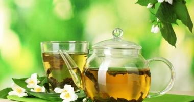 Medicamentul cald. Mix interesant  de ceai verde  şi flori de iasomie