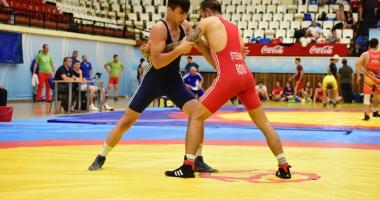 Cei mai buni luptători din România au încins atmosfera la Sala Sporturilor