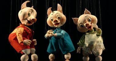 """""""Cei trei purceluşi"""" îi invită la teatru pe copiii din Lumina"""