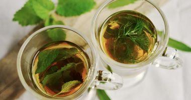 Ceaiul din frunze de nuc, un miracol pentru păr şi ten