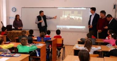 """Centrul Cultural """"Burada"""", oaspete  al elevilor din Medgidia"""