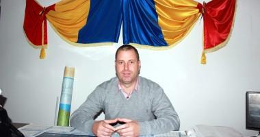 Ce priorităţi are pentru 2014, primarul din comuna Tortoman, Lucian Chitic