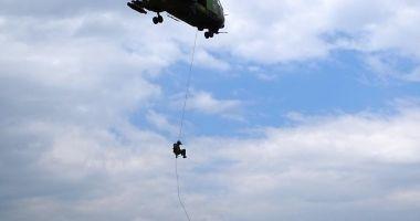 Cercetaşii, exerciţii cu trageri de luptă şi rapel din elicopter