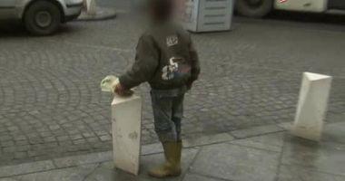 Şi-a adus nepotul de trei ani la Constanţa, să cerşească! Dosar penal pe numele femeii