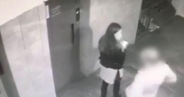 Fetiţă ameninţată cu un cuţit, pentru 15 lei