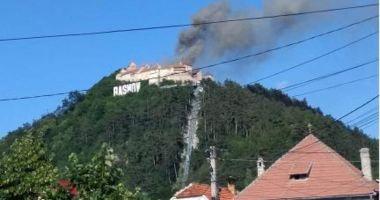 Incendiu la Cetatea Râșnov. Vizitatorii au fost evacuați