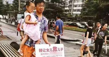 Foto : CAZ EMOŢIONANT! O fetiță a fost scoasă la vânzare de tatăl ei. Motivul este uluitor