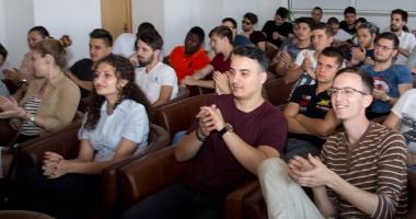 Activităţi în vacanţă! Peste 150 de studenţi, reuniţi la Constanţa