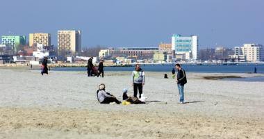 Pericol la plaj�! Cine vars� dejec�iile �n Marea Neagr�