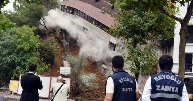 Un imobil s-a prăbuşit în centrul  Istanbulului,  din cauza ploilor