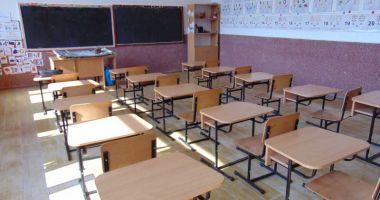 Notele şi absenţele tuturor elevilor, înregistrate într-un catalog şcolar online. Părinţii vor avea acces în permanenţă