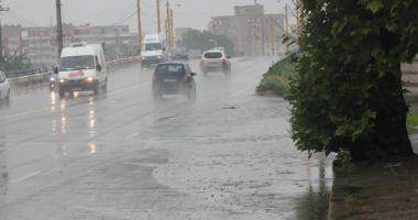 ALERTĂ METEO prelungită! Ploi torenţiale, vijelii şi grindină, ÎN TOATĂ ŢARA!