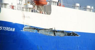 Coliziune între un car carrier şi un portcontainer