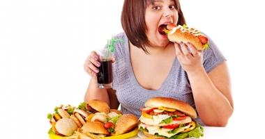 Comportamente care demonstrează că suferiţi de compulsie alimentară. Cere ajutor!