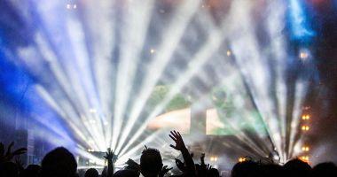 Concertele programate pentru luna aprilie trec online
