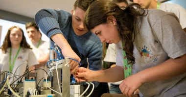 Concurs în domenii IT pentru elevi  şi studenţi