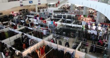 Târg de îmbrăcăminte şi încălţăminte, în Mamaia