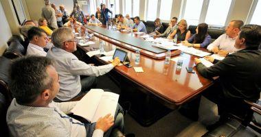 Consilierii din Mangalia au aprobat amenajarea parcărilor de reședință, în locul garajelor