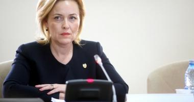 """Ministrul Carmen Dan: """"Consilierii mei au ales să renunţe la indemnizaţii"""""""